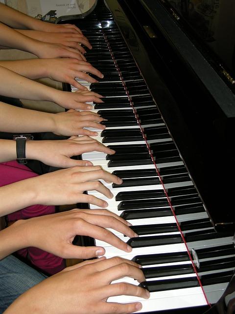 8_hands